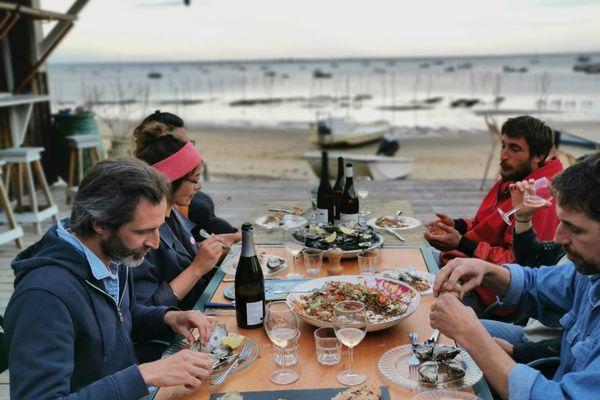Les passeurs d'un savoir-faire ancestral se réuniront pour un repas face à la baie.