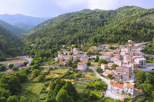 Du 9 juillet au 8 septembre, nos équipes vous feront découvrir dix villages.