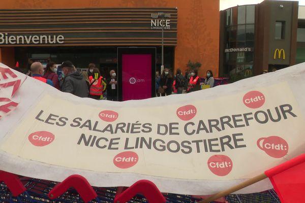 Les salariés de Carrefour Lingostière en grève ce samedi 3 avril.