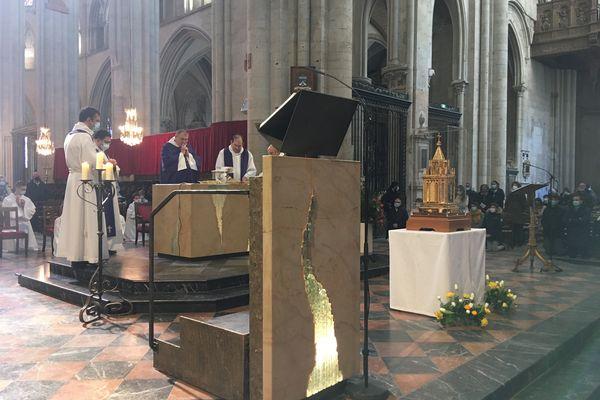 Messe autour des reliques de Bernadette Soubirous à la cathédrale du Mans, le 7 mars 2021