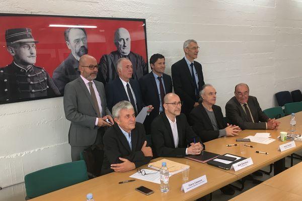Les six parlementaires ce mardi 15 octobre à Paris au sein des locaux de la Ligue des droits de l'Homme.