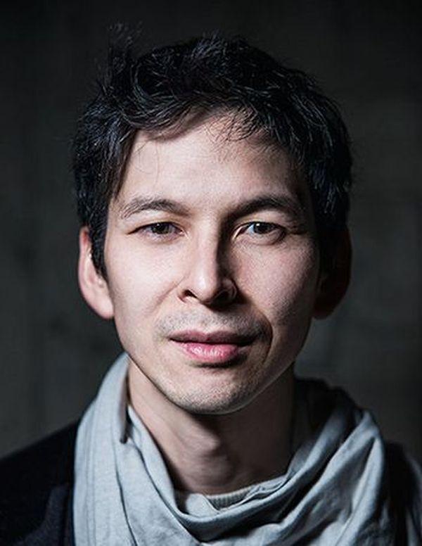 L'atelier de danse de jeudi 28 mai sera orchestré par Éric Minh Cuong Castaing, chorégraphe qui aime mettre en relation la danse et les nouvelles technologies.