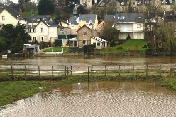La Mayenne en crue ce matin à Laval