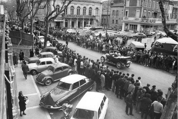Le rallye tacots de 1966 au pied sur le boulevard Gambetta.