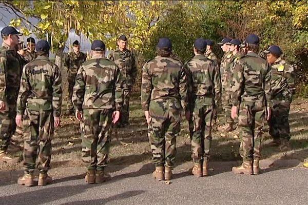 15 jeunes en difficulté, originaires des Hauts-de-France, de Lille et de Dunkerque. Ils sont en stage d'immersion sur la base aérienne d'Avord (Cher).