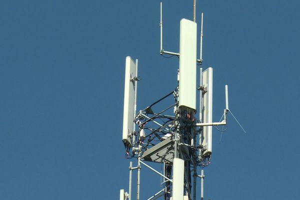 L'antenne 5G pourrait être installée à une dizaine de mètres de cette antenne 4G.