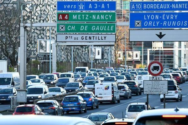 """L'Île-de-France est classée orange dans le sens des départs, avec une circulation """"dense dès la fin de matinée"""". (Illustration)"""