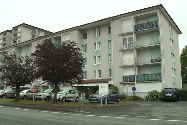L'immeuble où vivait le quadragénaire retrouvé mort momifié dans son appartement à Pau.