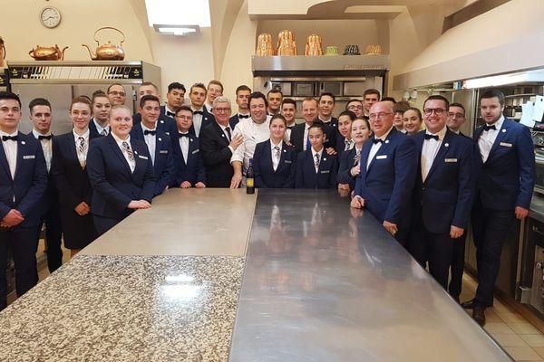 Des élèves d'un lycée hôtelier grenoblois ont assuré le service pour les vœux à la presse d'Emmanuel Macron.