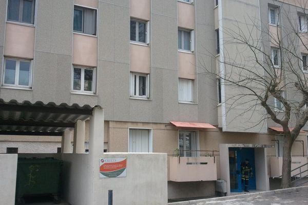 30/01/15 - C'est dans un appartement au premier étage de cet immeuble du quartier Montesoro, au sud de Bastia, que le forcené s'est retranché