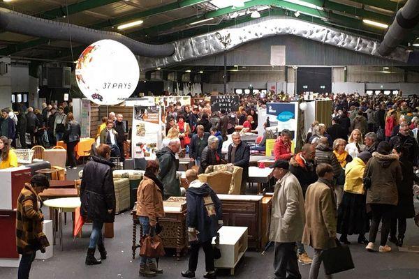 La vente Emmaüs 2019 au parc expo de Rouen en fin de matinée