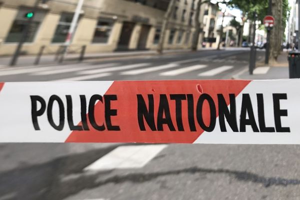 Une cinquantaine de policiers ont participé à une opération judiciaire à Valence, le 8 décembre 2020.