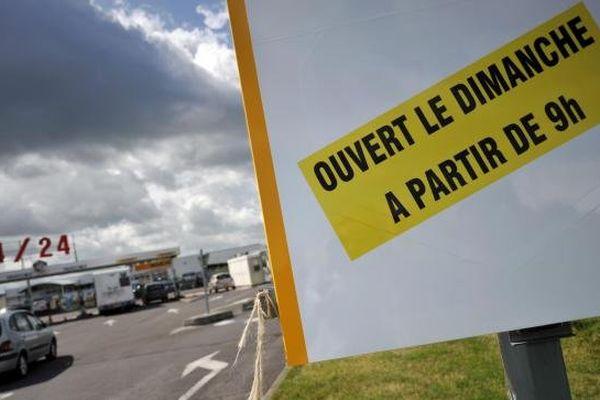 Une pancarte, photographiée sur le parking d'un supermarché à Cabourg (Calvados), le 24 juillet 2013.