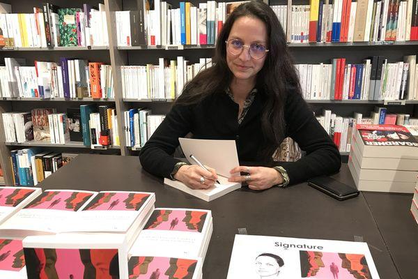 """La journaliste, autrice de """"L'affaire Vincent Lambert. Une enquête sur une tragédie familiale"""" était en dédicace à la librairie Guerlin à Reims."""