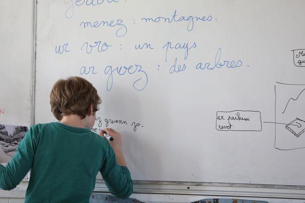 Enseignement bilingue en français et en breton dans une école à Hennebont (Morbihan)