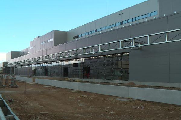 Le bâtiment d'Amazon à Augny, près de Metz n'est pas encore terminé. Ouverture prévue en août 2021