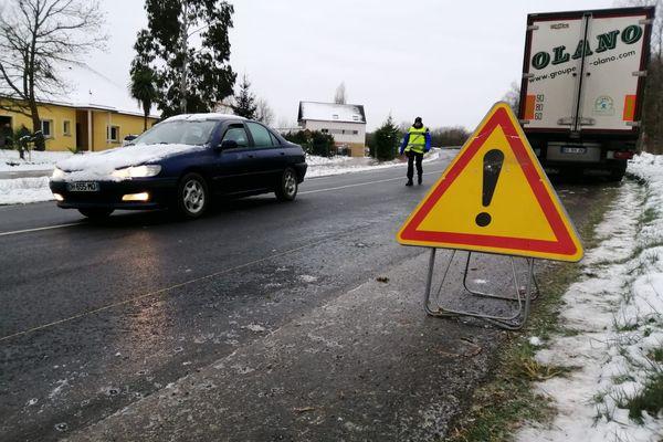 Des poids lourds à l'arrêt et des conducteurs de voitures engagés à ne pas prendre la route ce vendredi matin en Bretagne