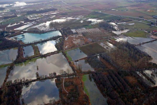 Les plaines d'Alsace centrale inondées vues du ciel.