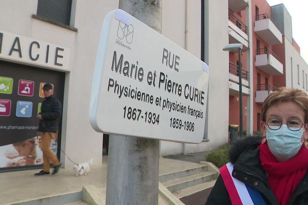 La rue Pierre Curie devient la rue Marie et Pierre Curie, à Mondeville