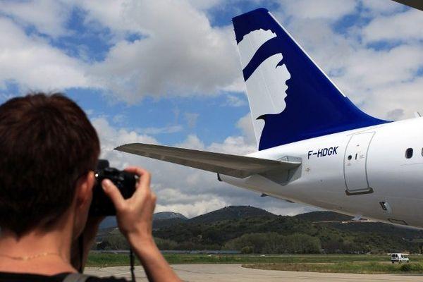 Aéroport d'Ajaccio, un Airbus A 320 aux couleurs d'Air Corsica, le 5 avril 2012