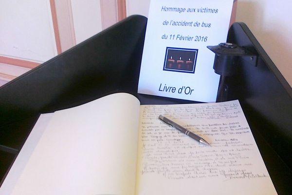 Un livre d'or en mairie pendant 15 jours pour recueillir les témoignages des habitants de Surgères.