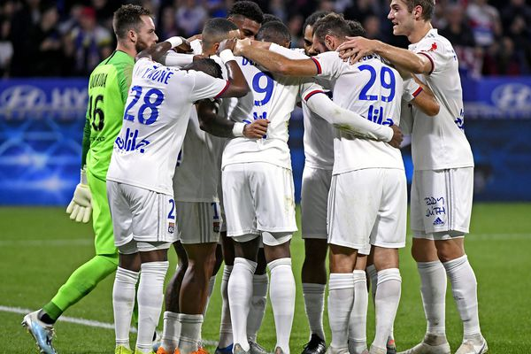 Les Lyonnais heureux de célébrer enfin une victoire (contre Metz, 2-0) qu'ils attendaient depuis le 18 août