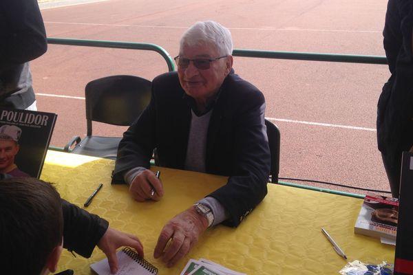 Raymond Poulidor en dédicace à Saint-Pée-sur-Nivelle ce samedi 14 avril.