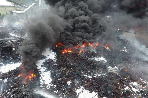 Les décombres de l'usine chimique Lubrizol à Rouen.