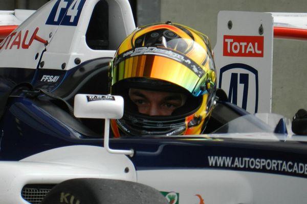 Florian Pottier au volant de sa monoplace de Formule 4 lors d'une séance d'essais au Mans.