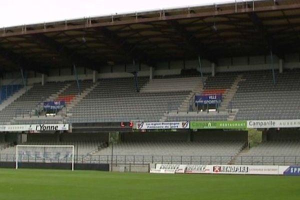 Une des tribunes du stade Abbé Deschamps à Auxerre.