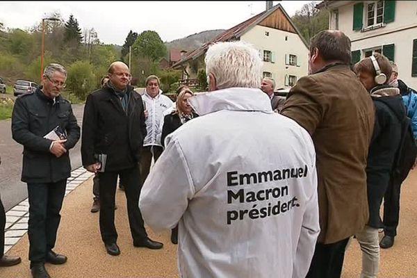 A Auxelles-Haut, les militants d'Emmanuel Macron sur le terrain