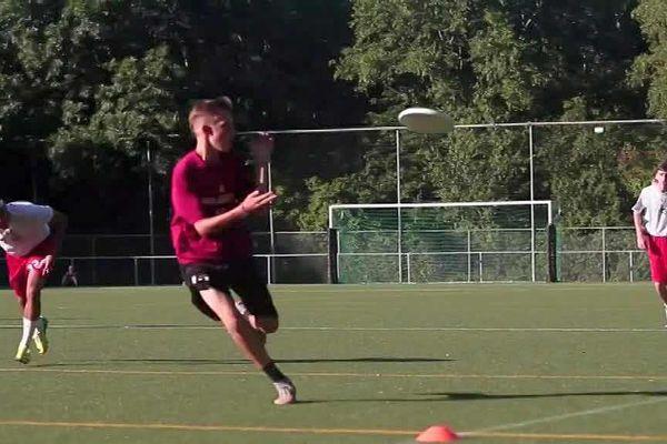 L'Ultimate est une discipline du freezby qui se joue sur un terrain de rugby