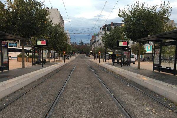 Les lignes de tram T1 et T2 étaient à l'arrêt ce vendredi 20 octobre à Dijon. Les usagers ont dû trouver d'autres moyens de transport.
