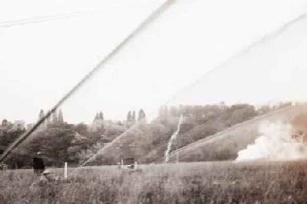 Les premiers lance-flammes en action.