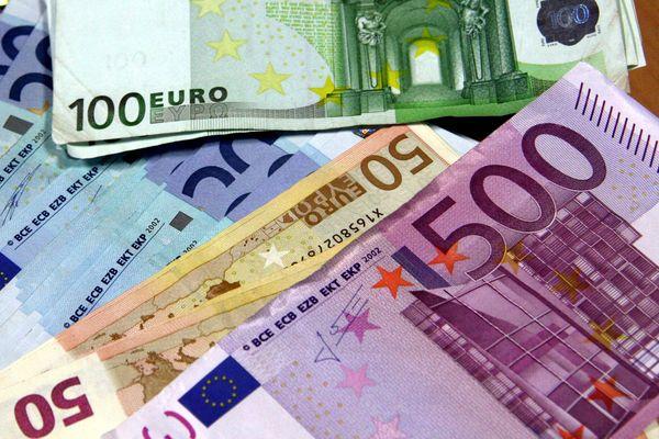 L'Euro a été introduit dans l'Union Européenne en janvier 2002.