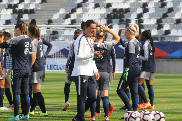 Entraînement de l'équipe de France féminine avec Corinne Diacre à Amiens, la veille de sa rencontre amicale contre le Mexique