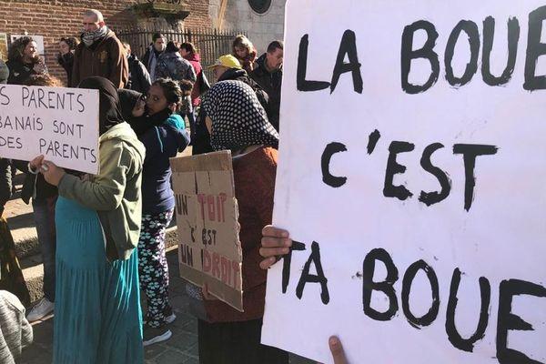 Les associations et les familles albanaises devant la préfecture de Toulouse ce lundi après-midi