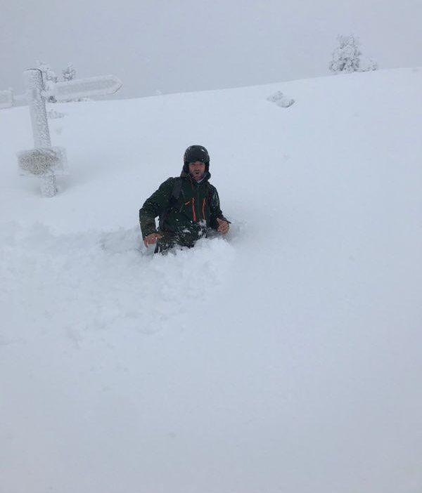 Il neige depuis mardi 21 janvier sur la station des Angles dans les Pyrénées-Orientales atteignant par endroit la hauteur des hanches d'un homme.