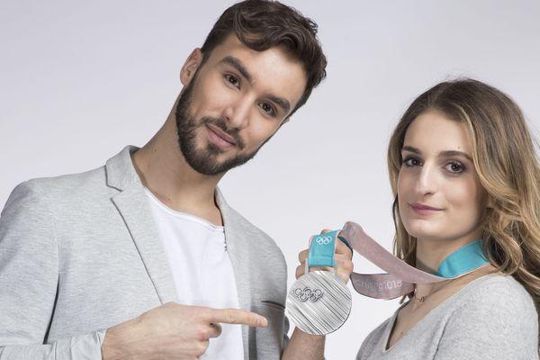 Les Clermontois Gabriella Papadakis et Guillaume Cizeron n'en finissent pas de décrocher des médailles. Après avoir remporté leur 3ème titre de champions du monde de danse sur glace, le couple vient de se voir décerner une nouvelle distinction : celle de chevalier de l'ordre national du Mérite.