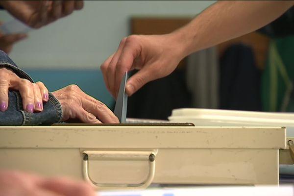 Dans les communes de l'Oise concernées par le coronavirus, les élections municipales s'organisent tant bien que mal.