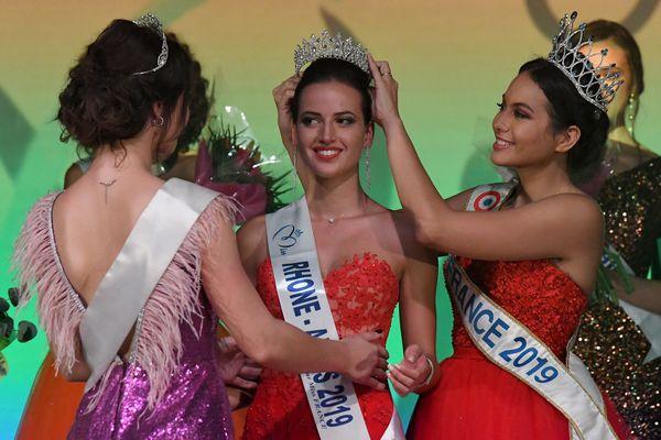 Chloé Prost a été couronnée Miss Rhône-Alpes 2019 à Bourg-en-Bresse (Ain) samedi.