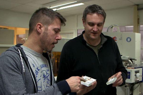 Tibo Pinsard, à gauche et Olivier Lehmann, à droite, scientifique.