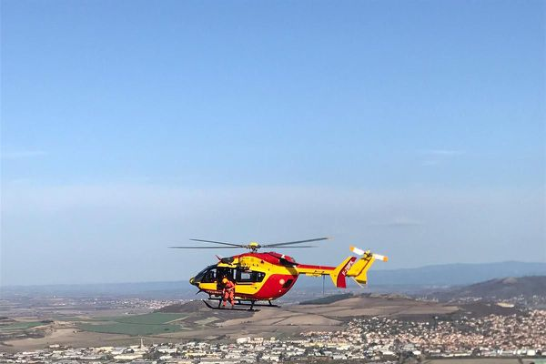 L'hélicoptère de la sécurité civile du Puy-de-Dôme Dragon 63 effectue des missions de secours en Auvergne depuis près de 60 ans.