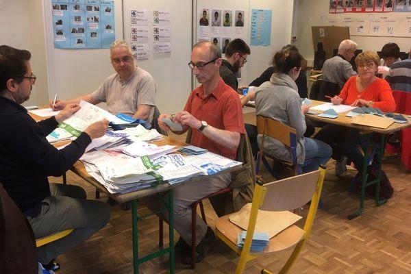 Dépouillement dans un bureau de vote rennais à l'issue du scrutin des élections européennes