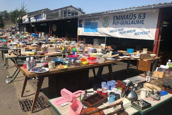 A Emmaüs Aubière - Puy-Guillaume, dans le Puy-de-Dôme, la grande vente d'été a lieu ce samedi 1er août.