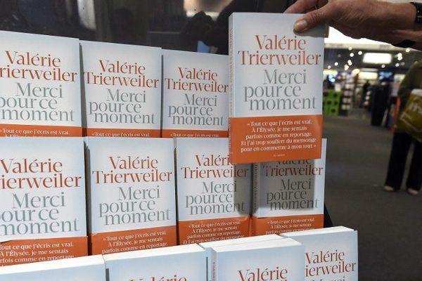 Le livre de Valérie Trierweiler est en rupture de stock dans de nombreuses librairies.