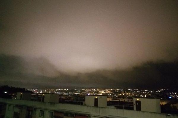 Le ciel de Nice ce lundi soir à 23h du côté du Mont Boron.