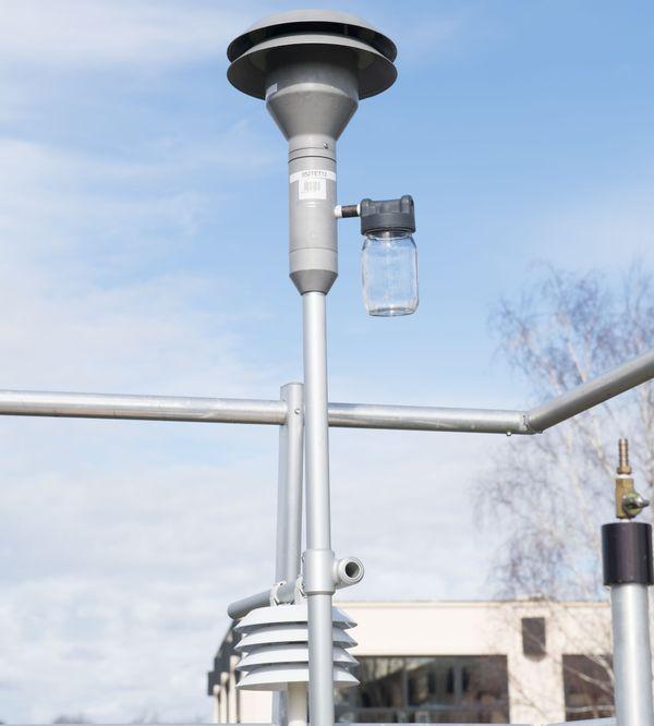 Tête de prélèvement sur une station Atmo. Il y en a plusieurs sur le Bassin de Lacq pour la surveillance de la qualité de l'air.
