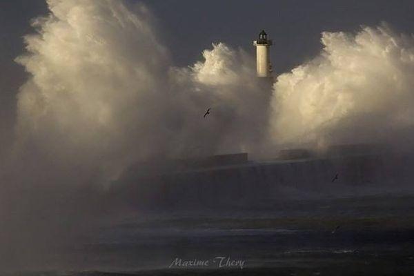 Météo France annonce un risque de tempête pour lundi et mardi.