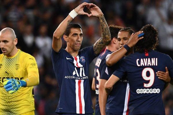 Les joueurs du PSG savourent leur victoire, 3 buts à 0 face à Nîmes. Paul Bernardoni, le gardien nîmois n'a rien pu faire face à Di Maria, Cavani et M'Bappé, les stars de l'attaque parisienne. 11/08/2019